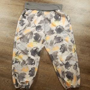 Lululemon size 10 pants